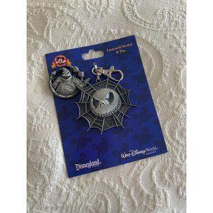 DISNEY Parks Nightmare Keychain & Pin NEW